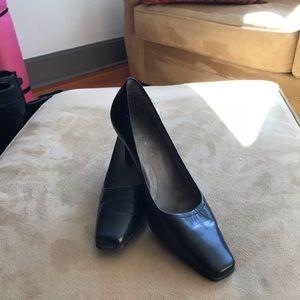 Heels, square toe